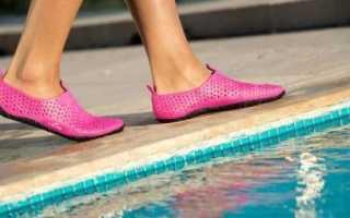 Специальная непромокаемая обувь в плавании
