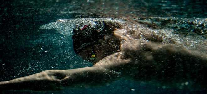 Как дышать во время плавания кролем