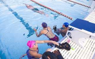 Плавание с доской в бассейне: больше плюсов, чем минусов
